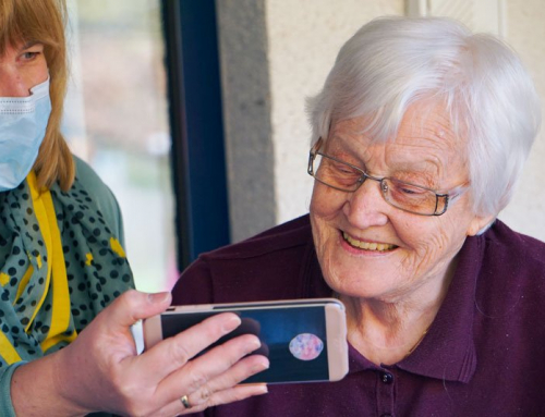 7 Tips for Teaching Seniors How to Use Technology